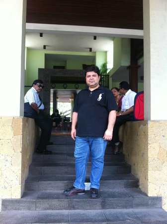 Bali Rani Hotel: Hotel Entrance