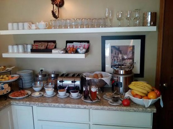 Victoria Inn: continental breakfast
