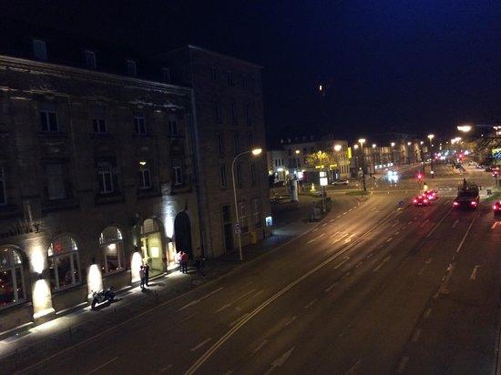Ibis Budget Darmstadt City: Ausblick nachts