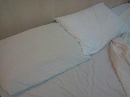 Bay Park Resort Hotel : Travesseiro sem fronha