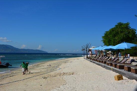 Hotel Vila Ombak: liegen am Strand