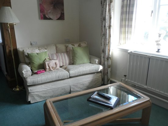 The Edgemoor Country House Hotel : Room 3 sofa area
