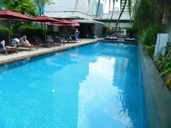 Park Plaza Bangkok Soi 18: pool 1