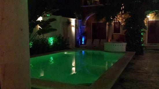 Hotel Merida Santiago: la piscine de nuit
