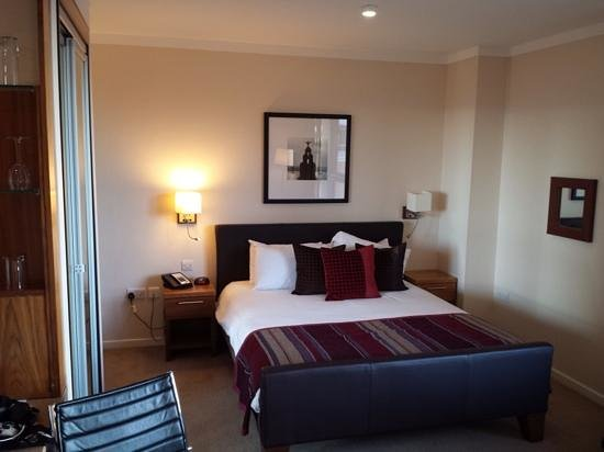 Staybridge Suites Liverpool: King size bed in room 604
