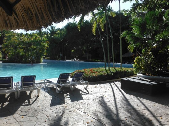 Bavaro Princess All Suites Resort, Spa & Casino : Always chairs by the pool