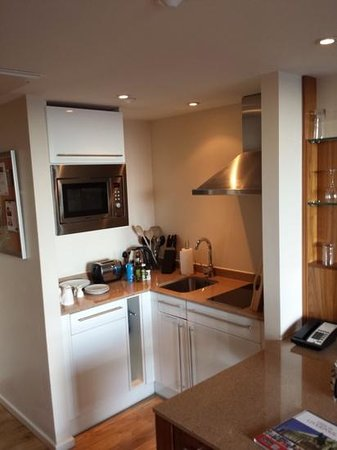 Staybridge Suites Liverpool : Kitchen in room 604