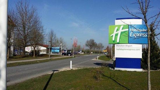 Holiday Inn Express Munich Airport: Entry