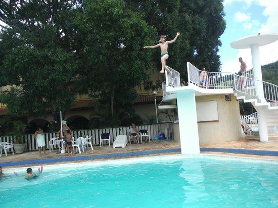 Hotel Mantovani : tranpolim piscina
