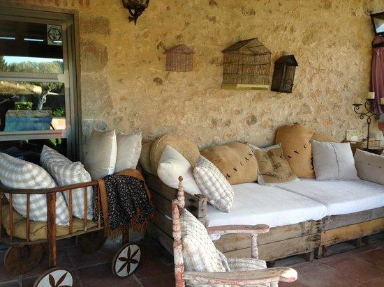 Hotel Can Casi: Terraza-porche