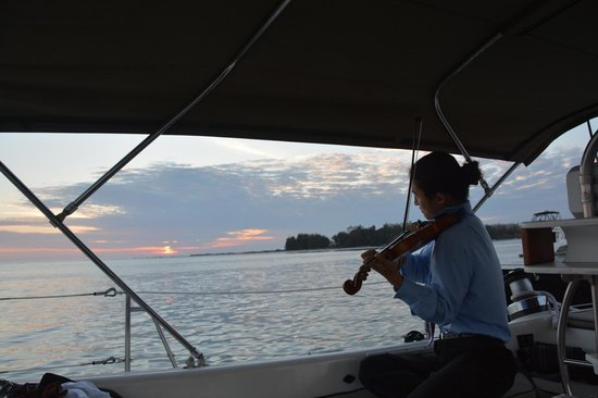 Key Sailing : Violinist (private hire) was exquisite during the sail