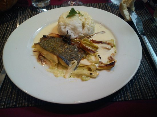 Le Panier Gourmand : Filet de Saint-Pierre sur lit de poireaux.