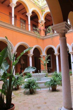 Boutique Hotel Casa del Poeta: courtyard