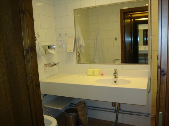 Original Sokos Hotel Hamburger Bors : Ванная комната