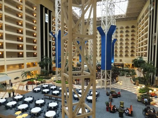 Renaissance Orlando at SeaWorld: Inside Hotel