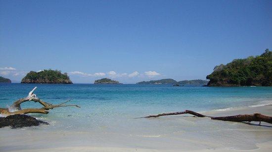 Pacific Bay Resort: une plage de rêve sur un île voisine