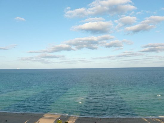 Trump International Beach Resort : The ocean view from our room.