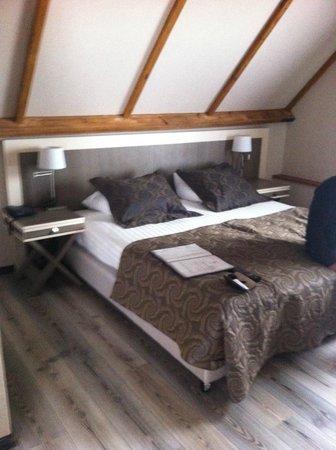 Floris Karos Hotel: chambre