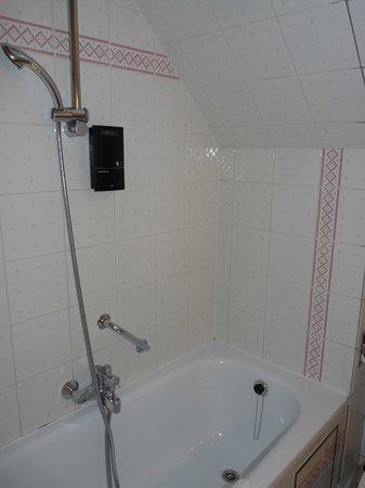 Floris Karos Hotel: salle de bains