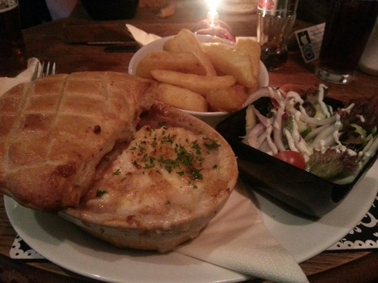 The Farmers Boy Pub and Restaurant: Steak and Guiness 2 in 1 pie.