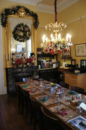 Ashton's Bed and Breakfast: Dining Room