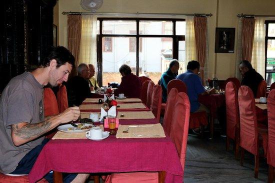 โรงแรมธาเมล: Restaurant