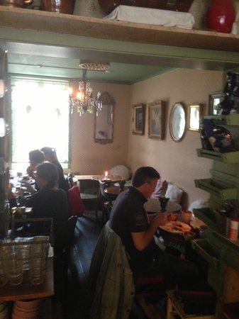 Cafe Konditori Kringlan: Cozy, may be hard to find a place to sit.