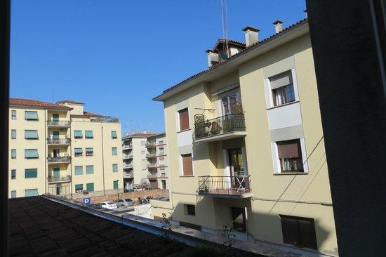 BEST WESTERN PLUS Hotel Bologna - Mestre Station : Vista do quarto 129