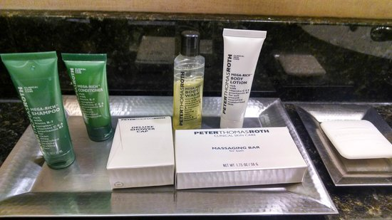 Hilton Minneapolis/Bloomington: Supplied liquids for use in Executive Room