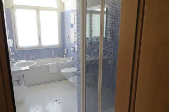 Best Western Plus Hotel Bologna: Banheiro