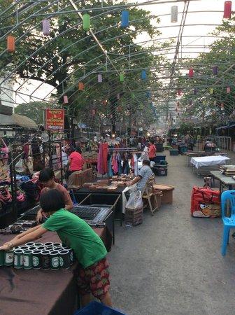 Mai Siam Resort: night market
