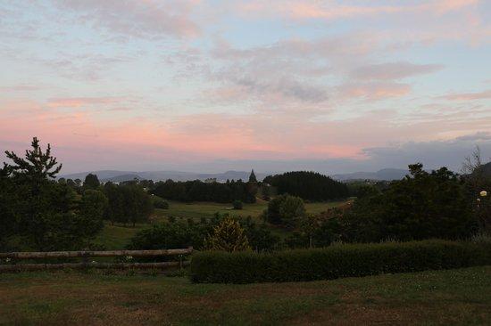 Doolan's Country Retreat: evening view