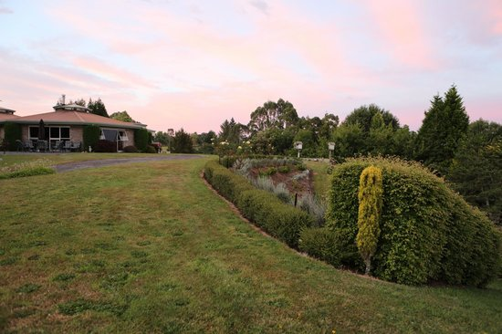 Doolan's Country Retreat: greens