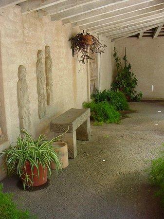 Tlaquepaque Arts & Crafts Village: Quite courtyards all around.