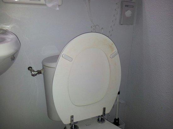 Inter Hotel Du Phare : Propres les toilettes?????