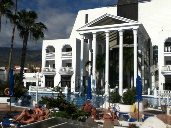 Guayarmina Princess Hotel: View of hotel from the sunbeds
