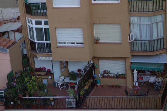 Hotel Everest : Вид из номера на 6 этаже во двор
