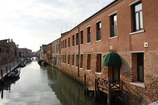 Eurostars Residenza Cannaregio: Entrada lateral desde un canal.