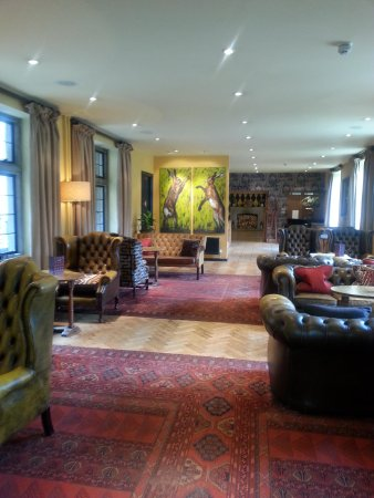 The Hare and Hounds Hotel: lounge area