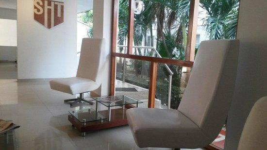 Hotel Tequendama Inn Santa Marta by Sercotel: Hotel lobby