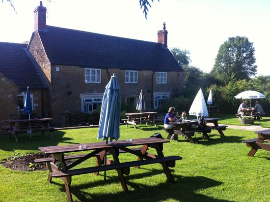 The Crown and Victoria Inn: Nice on a warm sunny day as it was last Sunday