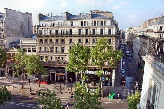 Best Western Hotel Ronceray Opera: Вид из окна на Бульвар Монмартр