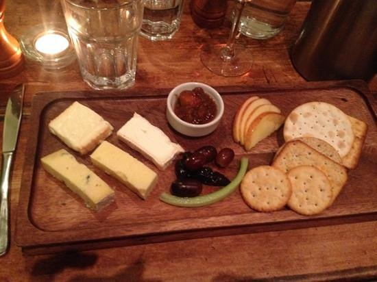 Cat Inn: A truly tasty & generous cheese board...