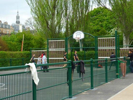 Le Parc Philippe Pinel : le city-stade