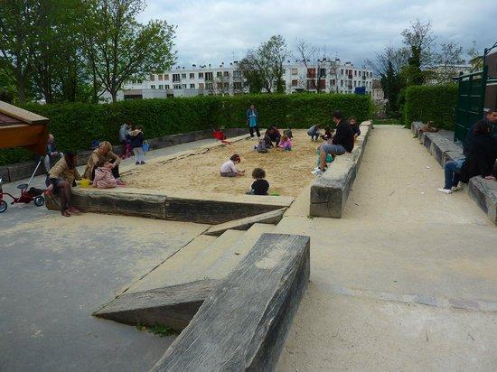 Le Parc Philippe Pinel : bac à sable