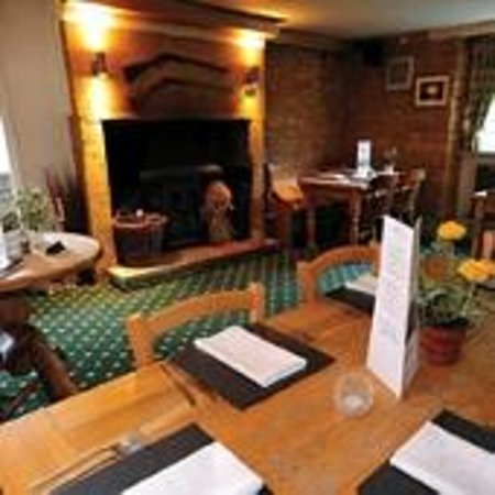 The Crown and Victoria Inn: Lovely Inglenook fireplace