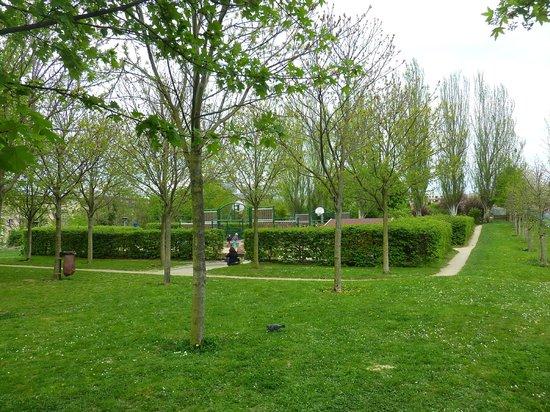 Le Parc Philippe Pinel : verdure !