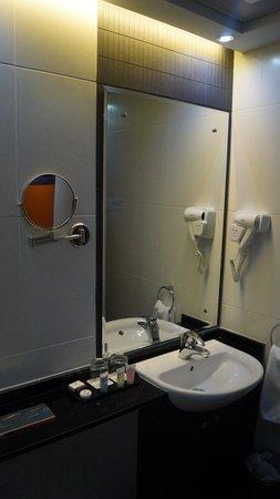 Marina View Hotel Apartments : ванная