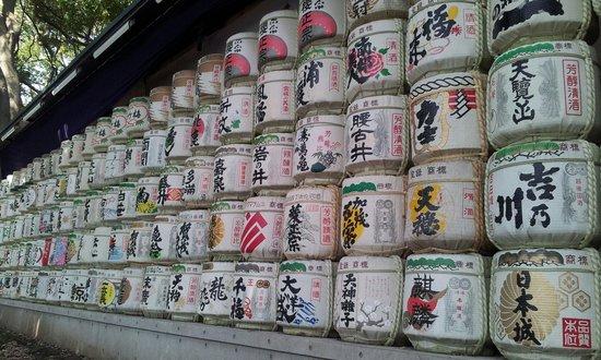 Meiji-Schrein (Meiji-jingū): sake barrels