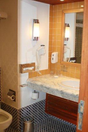 Lido Sharm Hotel : bath